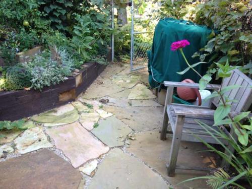 OutdoorArtsLandscape lornaflagstone timberwalls 001