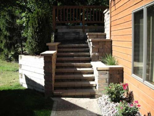 LAKE MILLS STEPS, WALLS, FRONT ENTRY