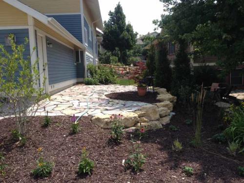 OutdoorArtsLandscape middletonhillsflagstone plantingswalls 010
