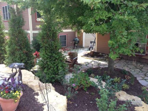 OutdoorArtsLandscape middletonhillsflagstone plantingswalls 012
