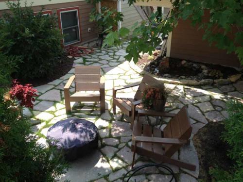 OutdoorArtsLandscape middletonhillsflagstone plantingswalls 015