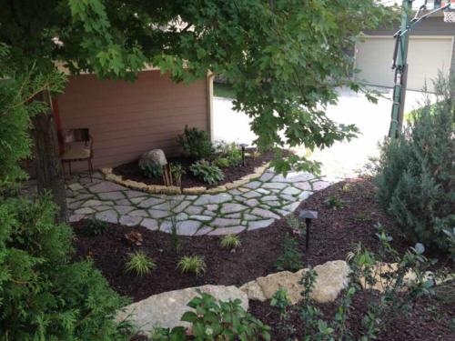 OutdoorArtsLandscape middletonhillsflagstone plantingswalls 016
