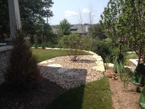 OutdoorArtsLandscape middletonhills plantingspatio 004