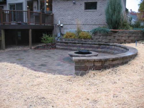 OutdoorArtsLandscape portagepatiofp deckdesignplantings 003